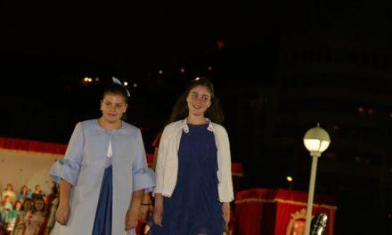 Los presidentes infantiles acompañan a sus candidatas en la gala del puerto