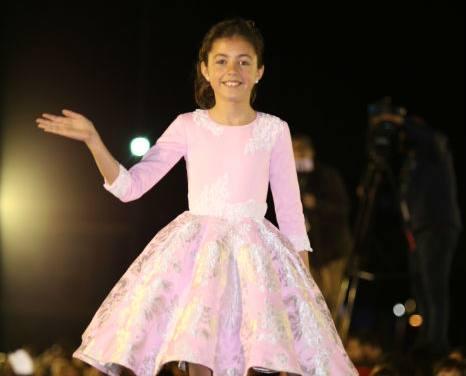 Las candidatas infantiles derrochan glamour en el puerto